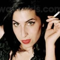 amy_winehouse_cigarrillo